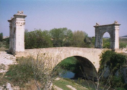 Pont FlavienPont route(chemin)Saint Chamas Bouches du Rhône