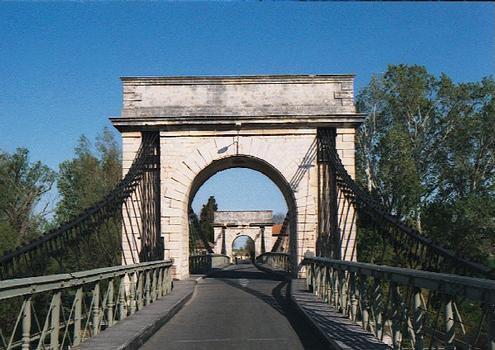 Hängebrücke Fourques.
