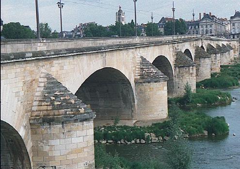 George V Bridge, Orléans.