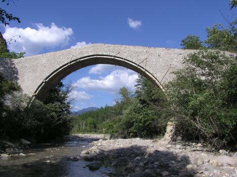 Pont de la Reine Jeanne Pont route Vilhosc Alpes de Haute Provence