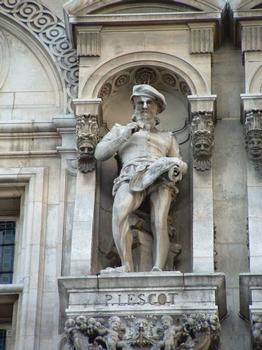 Statue se trouvant sur la façade de l'Hôtel de ville de Paris