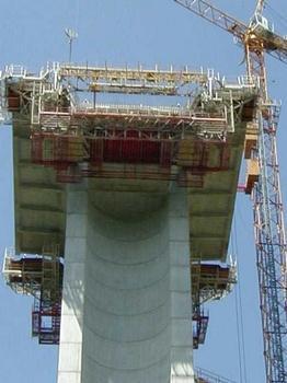 Viaduc de La RauzeEquipage - Avancement pour la réalisation du voussoir V2 : Viaduc de La Rauze Equipage - Avancement pour la réalisation du voussoir V2
