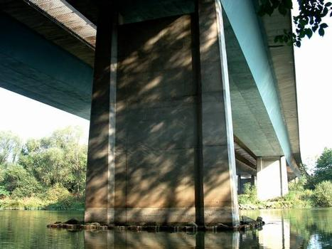 Autoroute A31  Pont CA.MI.FE.MO sur la Moselle.  Franchissement de la Moselle.