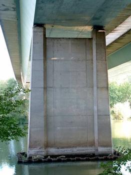 Autoroute A31  Pont CA.MI.FE.MO sur la Moselle.  Une pile.
