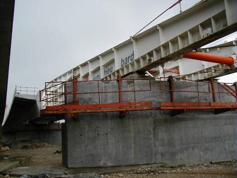 A432: Viaduc de Miribel-Jonage : Tablier avec avant-bec sur une pile et le tablier précédent
