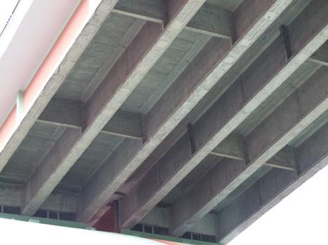 A47 - Pont en arc de Rive-de-Gier - Un tablier en poutres entretoisées en béton précontraint