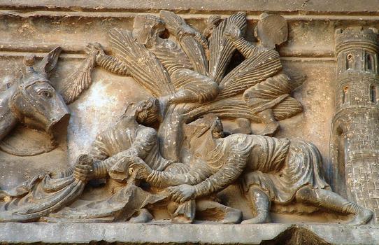 Abbaye de Saint-Gilles - Portail de gauche, linteau: entrée du Christ à Jérusalem, accueil des habitants