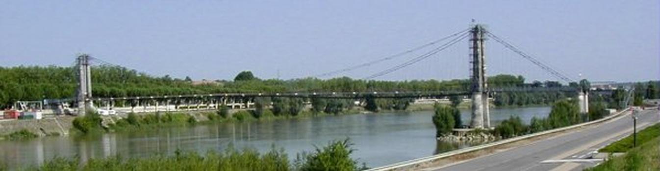 Passerelle piétons suspendue sur la Garonne à Agen