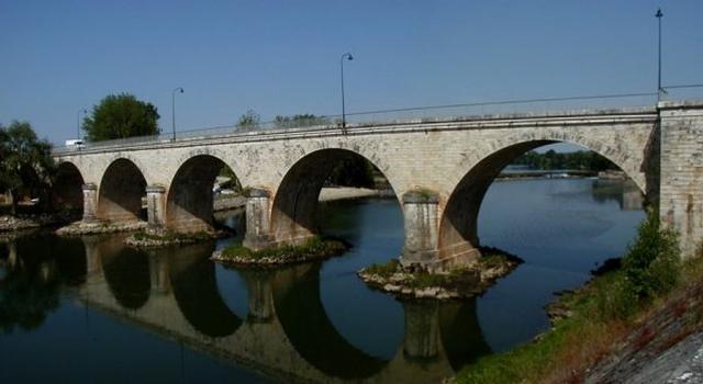 Road bridge at Aiguillon.