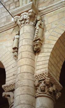 Airvault - Abbatiale Saint-Pierre - Nef - Chapiteaux et statues