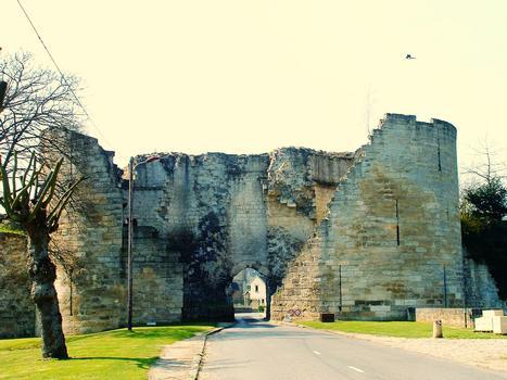 Coucy-le-Château - Rempart de la ville - Porte de Laon côté campagne