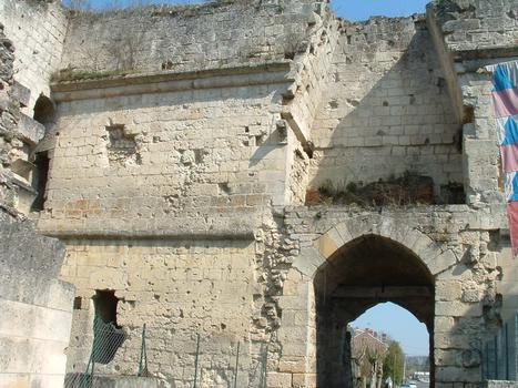Coucy-le-Château - Rempart de la ville - Porte de Laon côté ville