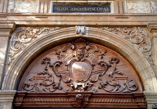 Aix-en-Provence - Palais de l'Archevêché - Décoration au-dessus de la porte