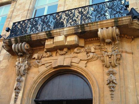 Aix-en-Provence - Hôtel de Forbin - 20 cours Mirabeau - Dessus de l'entrée et balcon