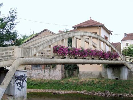 Lapalisse - Passerelle du parc floral