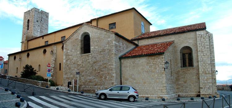 Cathédrale d'Antibes. Nef et chevet - Extérieur