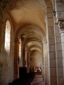 Anzy-le-Duc - Prieuré - Eglise prieurale de la Trinité, de la Sainte-Croix et de Sainte-Marie - Nef - Collatéral Sud
