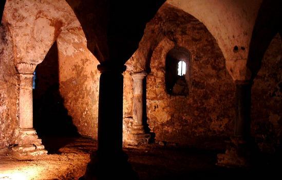 Anzy-le-Duc - Prieuré - Eglise prieurale de la Trinité, de la Sainte-Croix et de Sainte-Marie - Crypte