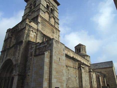 Cruas - Ancienne abbatiale bénédictine Sainte-Marie - Ensemble vu du portail occidental