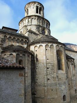 Cruas - Ancienne abbatiale bénédictine Sainte-Marie - Abside, absidioles et tour de la croisée du transept