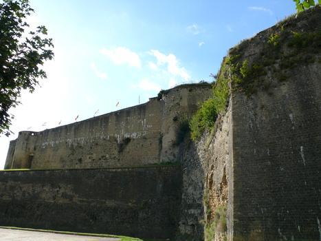 Château-fort de Sedan - Le rempart entre le bastion du gouverneur et le bastion des Dames