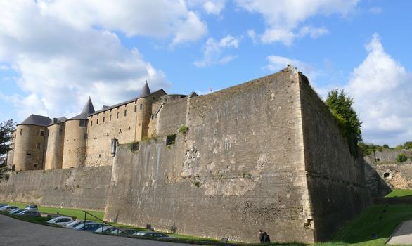 Château-fort de Sedan - Façade côté Promenoir des Prêtres et le bastion