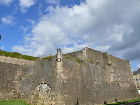 Château-fort de Sedan - Le bastion des Dames devant les Tours Jumelles