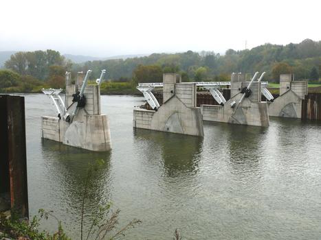 Barrage de Givet (barrage des Quatre Cheminées) - Les quatre passes de la première moitiè du barrage