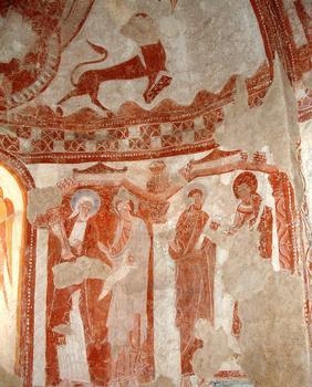 Areines - Eglise Notre-Dame - Abside: sous le lion de saint Marc, des apôtres entourent l'autel