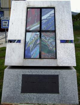 Tunnel de Puymorens - Entrée nord - Monument commémoratif pour l'inauguration du tunnel le 20 octobre 1994