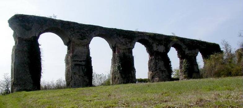 Aqueduc d'Ars-sur-Moselle