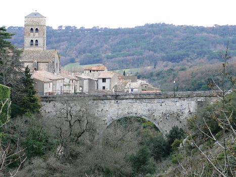 Montolieu - Pont de Saissac et l'église Saint-André