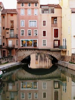 Narbonne - Pont des Marchands au-dessus du canal de la Roubine