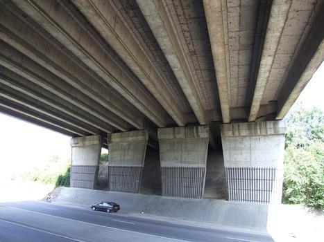 Autoroute A13 - Viaduc de Tourville - Tablier en poutres précontraintes isostatiques de type VIPP