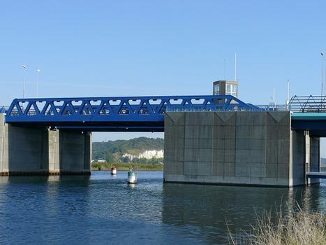 Autoroute A29 - Pont sur le canal de Tancarville - Le pont-levant