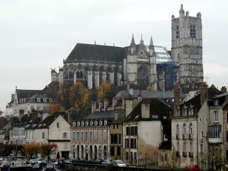 Cathédrale Saint-Etienne à Auxerre.Ensemble côté nord