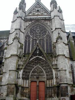 Cathédrale Saint-Etienne à Auxerre.Portail du croisillon nord
