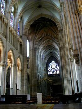 Cathédrale Saint-Etienne à Auxerre.Nef et choeur