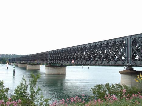 Avignon - Viaduc d'Avignon - Ensemble de l'ouvrage ferroviaire au-dessus du Rhône