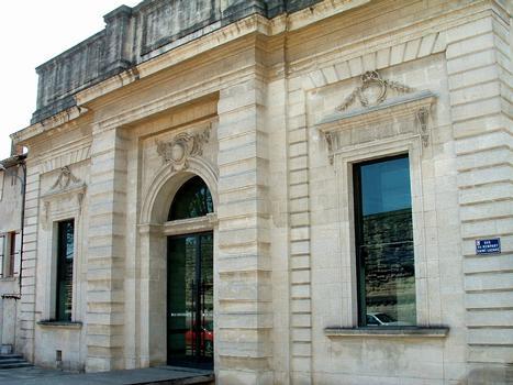 Avignon - Grenier à sel, rue du rempart Saint-Lazare - Façade