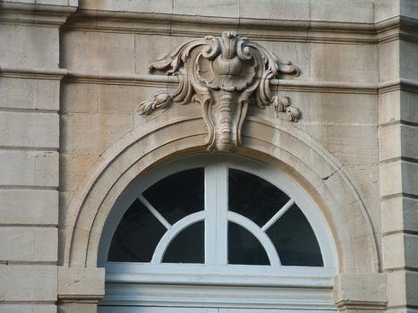 Avignon - Hôtel de Caumont - Façade sur jardin - Détail