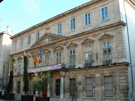 Avignon - Hôtel Desmarets de Montdevergues, hôtel du Département, place de la Préfecture - Façade sur la place