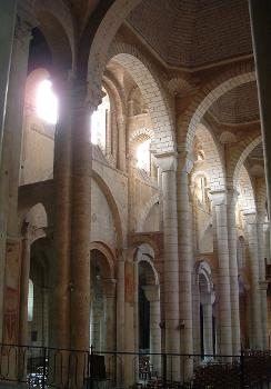 Basilique Saint-Hilaire-le-GrandPiliers intermédiaires