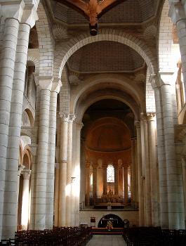 Basilique saint-Hilaire-le-GrandVaisseau central