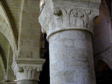 Beaugency - Eglise abbatiale Notre-Dame - Nef - Chapiteaux romans
