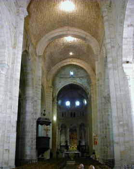 Abbatiale Saint-Pierre de Beaulieu-sur-Dordogne.Nef