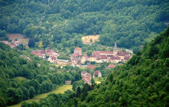 Beaume-les-Massieurs: village and abbey