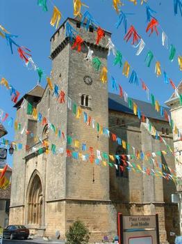 Eglise Saint-Laurent-Saint-Front, Beaumont-du-Périgord Eglise vue de la place : Eglise Saint-Laurent-Saint-Front, Beaumont-du-Périgord Eglise vue de la place