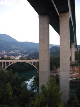 Bellegarde-sur-Valserine – Bogenbrücke und von Coignet gebaute Autobahnbrücke