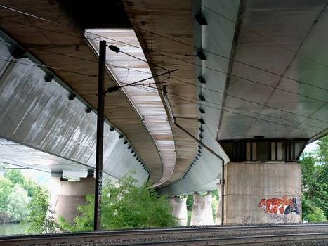 Autoroute A31 Viaduc de Bellevue sur la Moselle  Franchissement des voies SNCF.